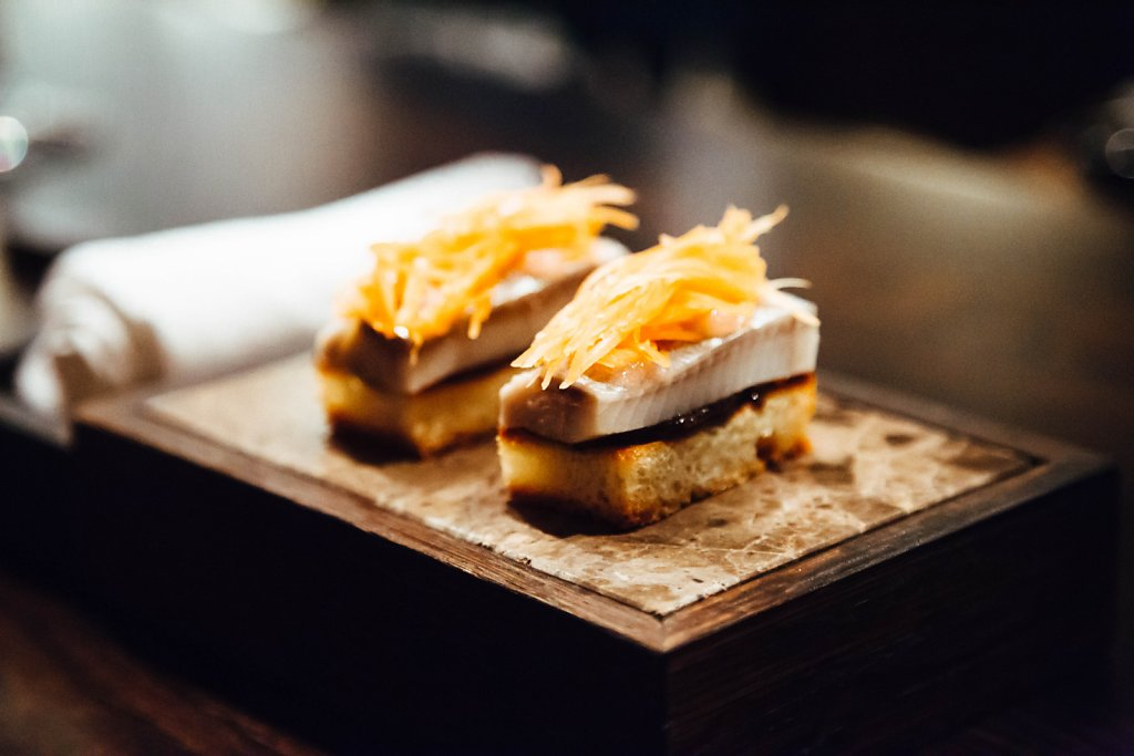 Brioche—klåva herring, black pepper, chives, pickled shallots and carrot