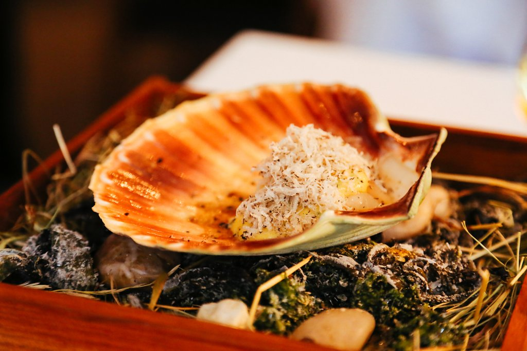 "Grilled scallop with summer truffle & ""dashi"""