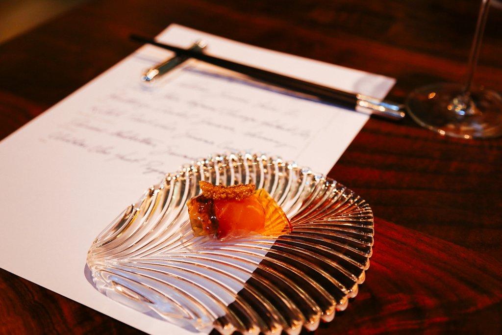 Blue wing sea robin, cured in bull kelp, gelée of the grilled bones, crispy kelp