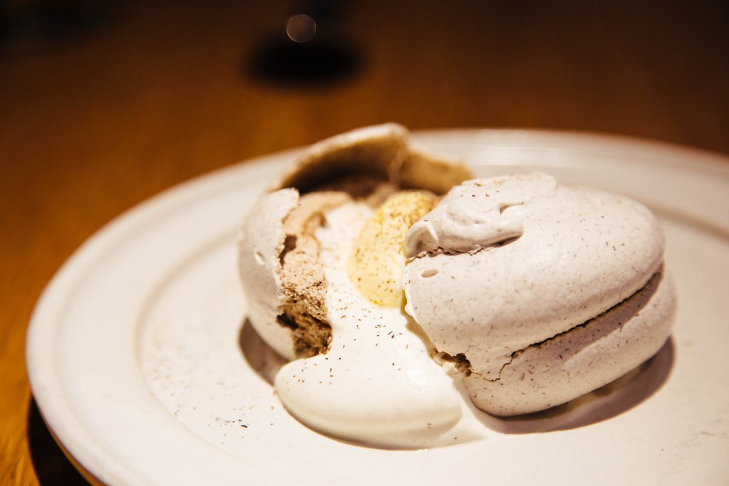 Husk meringue and corn mousse
